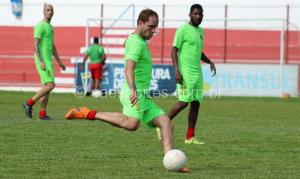 Michel Schmöller bate na bola em treino da na pré-temporada (Foto: Greik Pacheco)