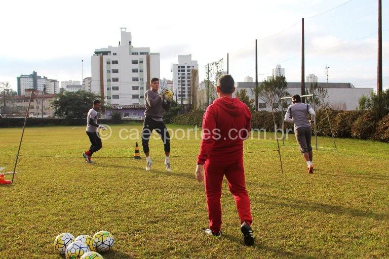 - Lance de treino realizado na semana passada no Colégio Industrial (Foto: Begair Godóy/Correio Lageano)