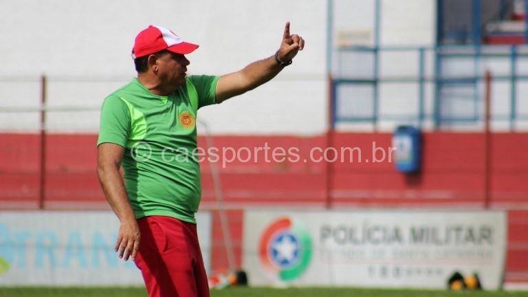 O treinador colorado Waguinho Dias (Foto: Greik Pacheco)