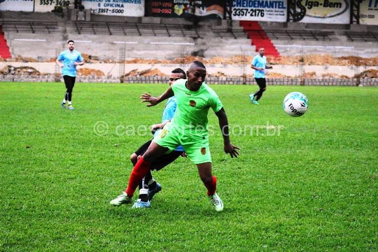 - O atacante Gustavo, autor do gol da vitória colorada contra o Brusque (Foto: Sérgio Nascimento)