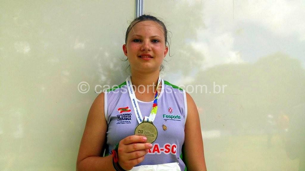 Fernanda Vesoloski, da Escola Estadual Hercílio Buchi, de Mafra: prata no lançamento do dardo (Foto: Antonio Prado)