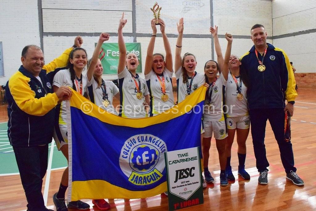 Colégio Evangélico Jaraguá, de Jaraguá do Sul, campeão no basquete feminino (Foto: Heron Queiroz)