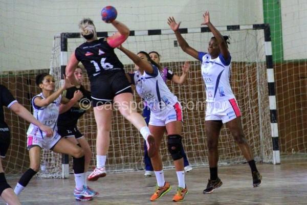 handebol feminino, vitória tranquila de Videira (branco) sobre Caçador: 36 a 14Foto: Antonio Prado