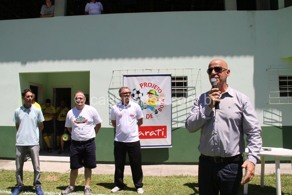 Presidente da Fesporte, Milton Cunha, sugeriu que os estudantes participassem do torneio com alegria (Fotos: Antonio Prado