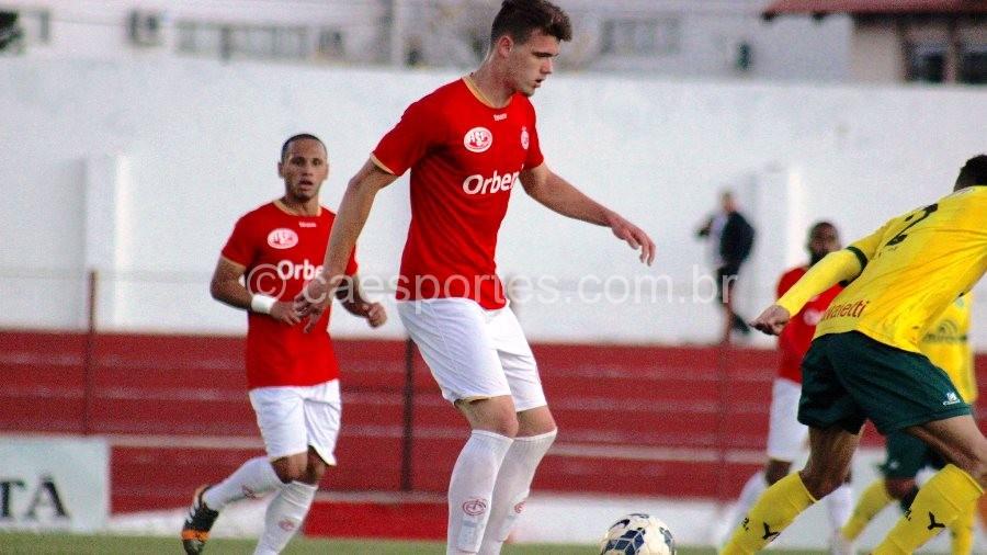 Alessandro em ação pelo Inter (Foto: Greik Pacheco)