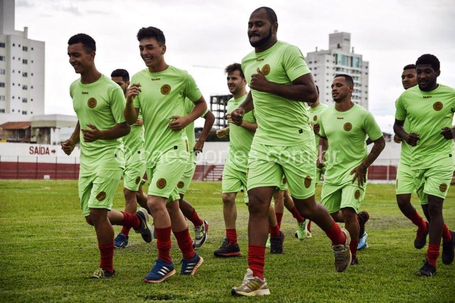 - Atletas do Inter no treino desta segunda (Foto: Fom Conradi}Divulgação