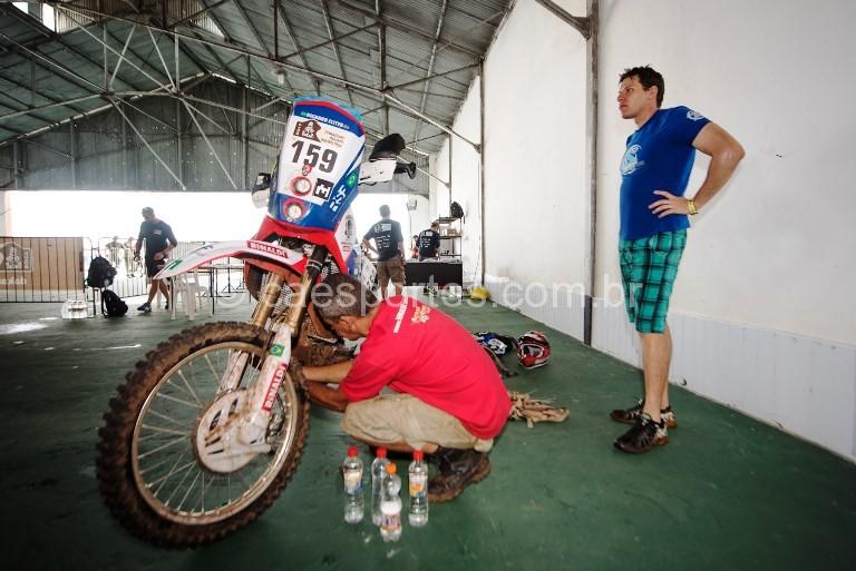 Motocicleta do piloto Ricardo Martins, do Team Rinaldi, durante as vistorias técnicas do Rally Dakar 2017  Crédito: José Mário Dias / photosdakar.com