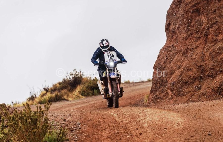 Ricardo Martins, do Team Rinaldi, acelera no Rally Dakar 2017 com os pneus HE 42 Crédito: Victor Eleuterio / photosdakar.com