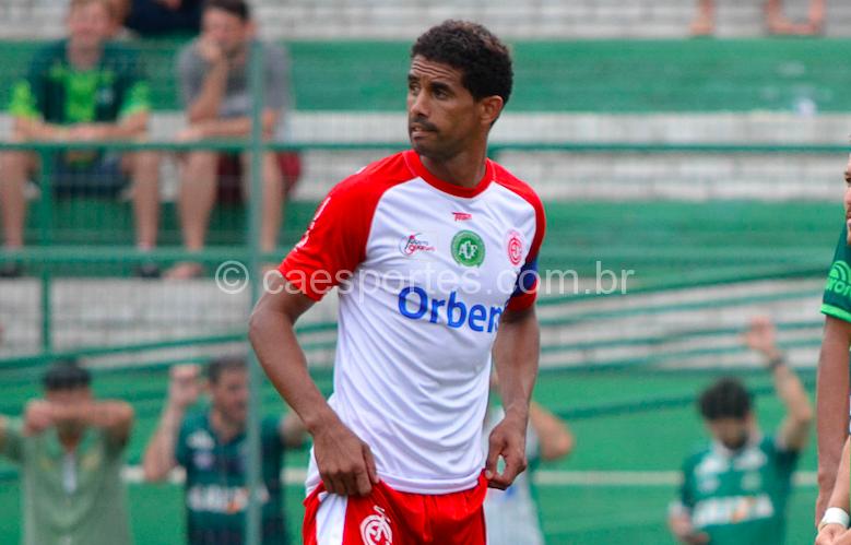 O zagueiro Fernando Belém em ação pelo Inter (Foto: Fom Conradi)