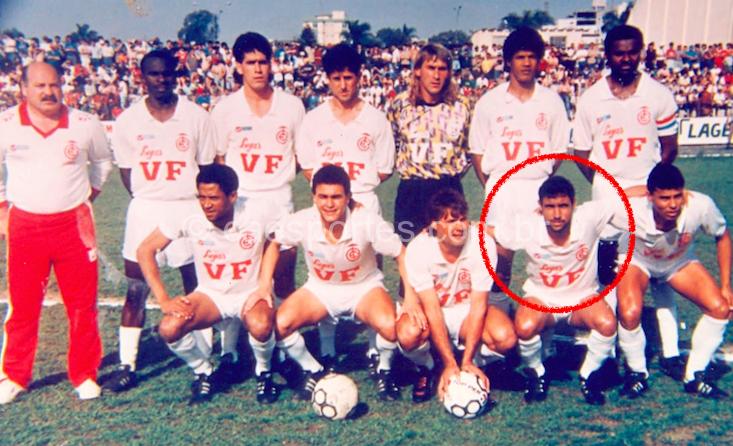 Paulo Henrique (no destaque) compôs com Jones (com a bola) e Zé Melo (primeiro agachado, à esquerda) um trio ofensivo que marcou época no Inter (Foto: acervo Mauricio Neves de Jesus)