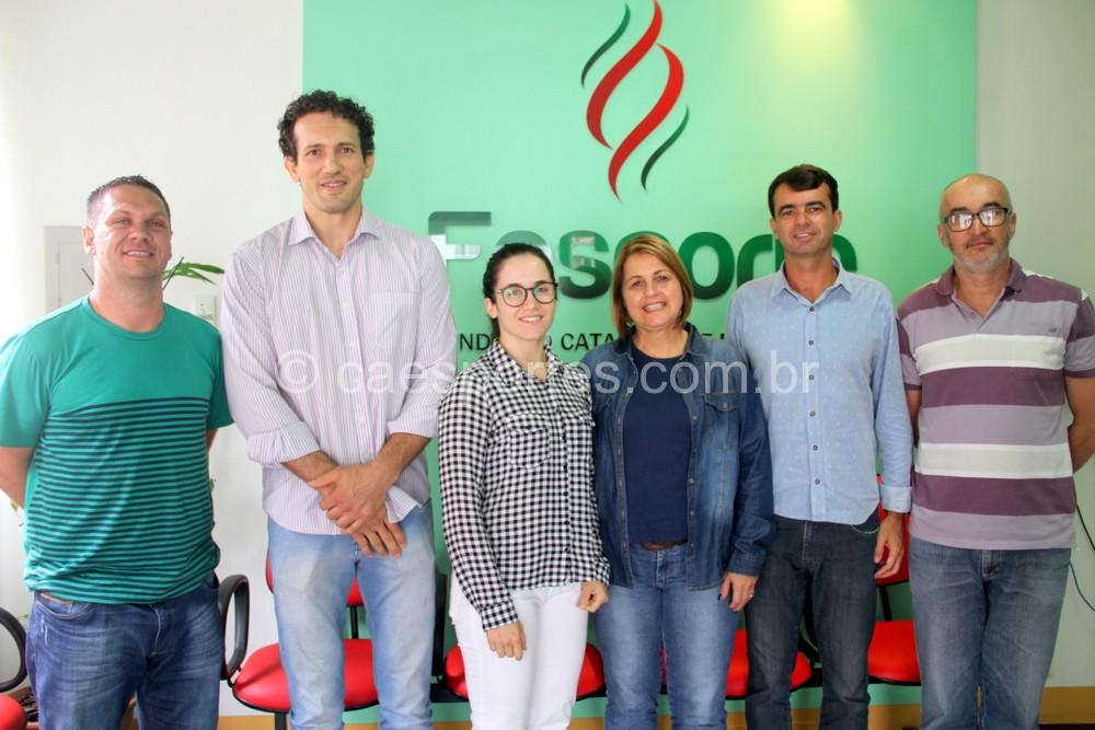 Integrantes da Fesporte com dirigentes da Federação Catarinense de Wrestling (Foto Antonio Prado - Fesporte)