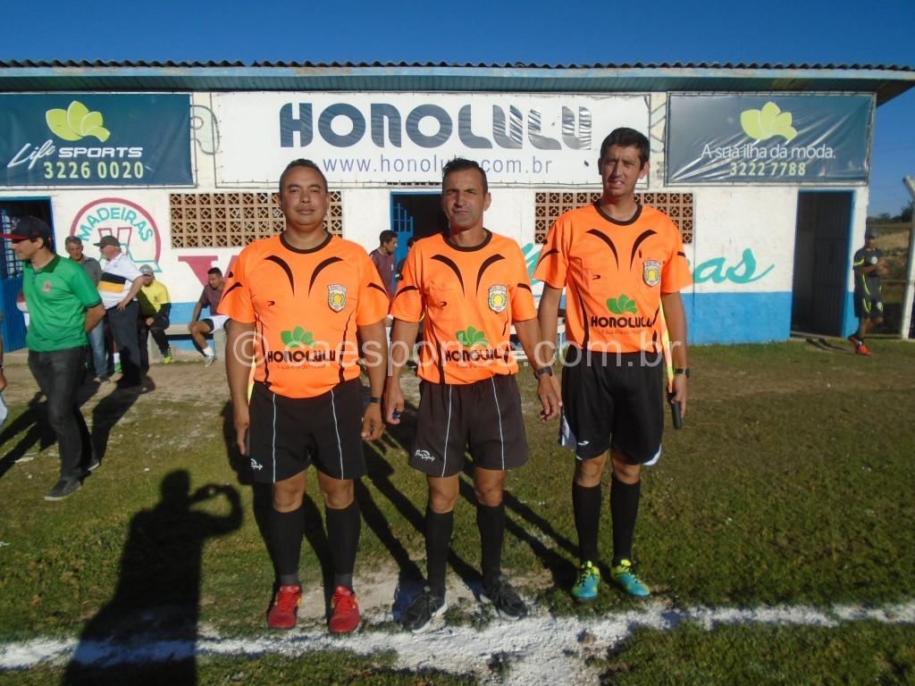 Tria de arbitragem da partida: Rodrigo,Zico e Robert