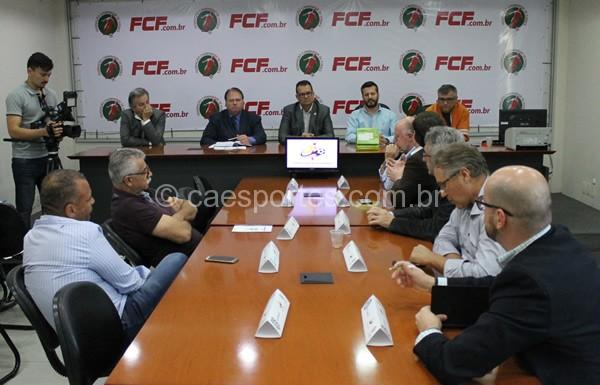 Reunião do Conselho Técnico da Copa SC 2017 foi realizada no último dia 24 de julho e definiu cinco clubes na disputa pelo título e por uma vaga na Copa do Brasil em 2018. Caso os membros do Conselho Técnico decidam, campeão e vice do Catarinense Série B também ingressarão na disputa.