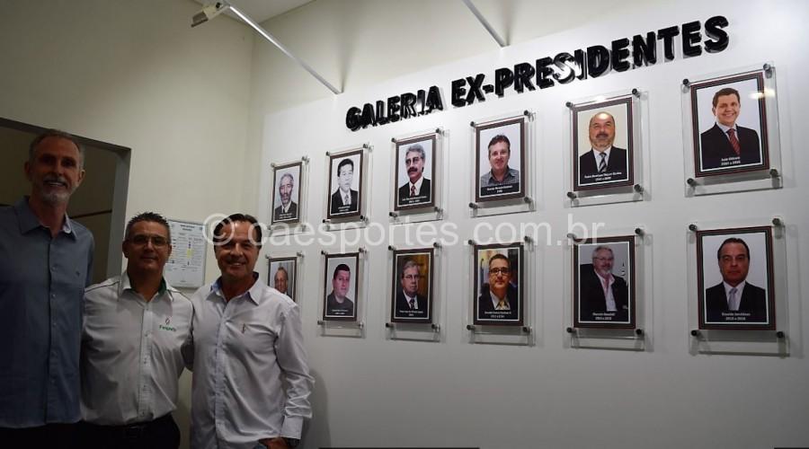 Diretor técnico, Dárcio de Saules, o presidente da Fesporte, Vadinho, e o ex-presidente Osvaldo JuncklausFoto: Antônio Prado